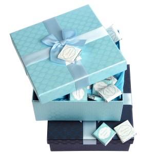 kastīte-ar-personalizētām-šokolādes-tāfelītēm-vai-putna-piena-konfektēm